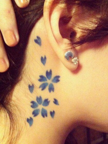 Tatuaje temporal para el cuello