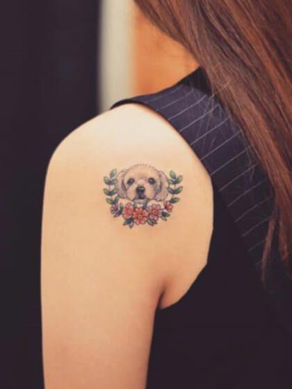 Tatuaje temporal hombro perro