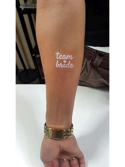 Tatuaje temporal blanco novia