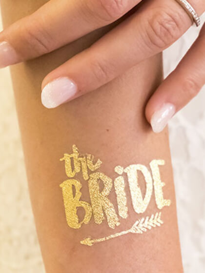 Tatuaje dorado novia
