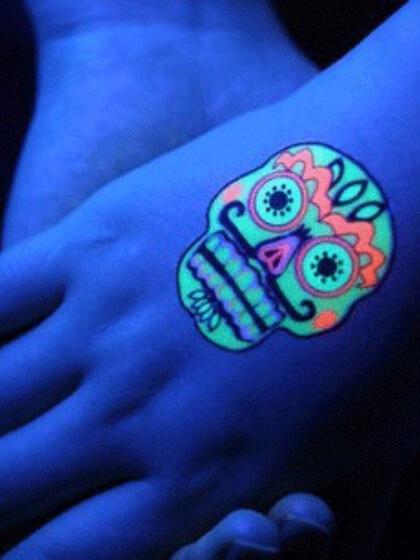Tatuaje temporal neón